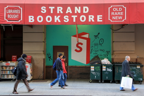 Steve Powers at the Strand (photo by Luna Park)